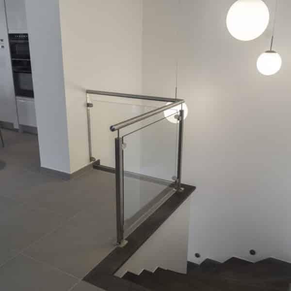 balustrade en verre pour escalier moderne
