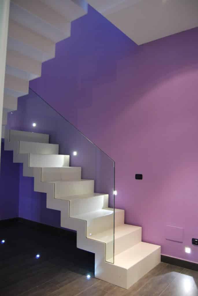 escalier en métal de style moderne et blanc
