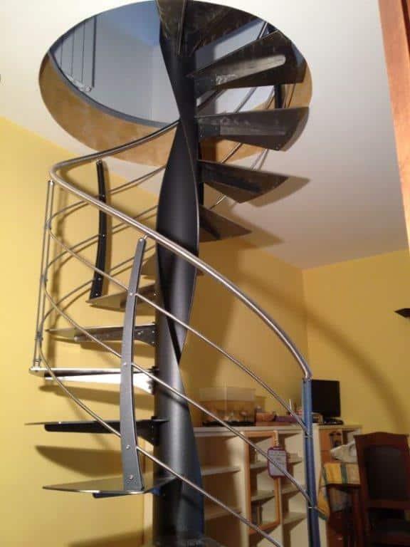escalier limon central en métal et marche en bois - gamme c courbe