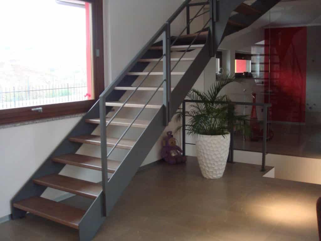 escalier en bois et métal de style contemporain