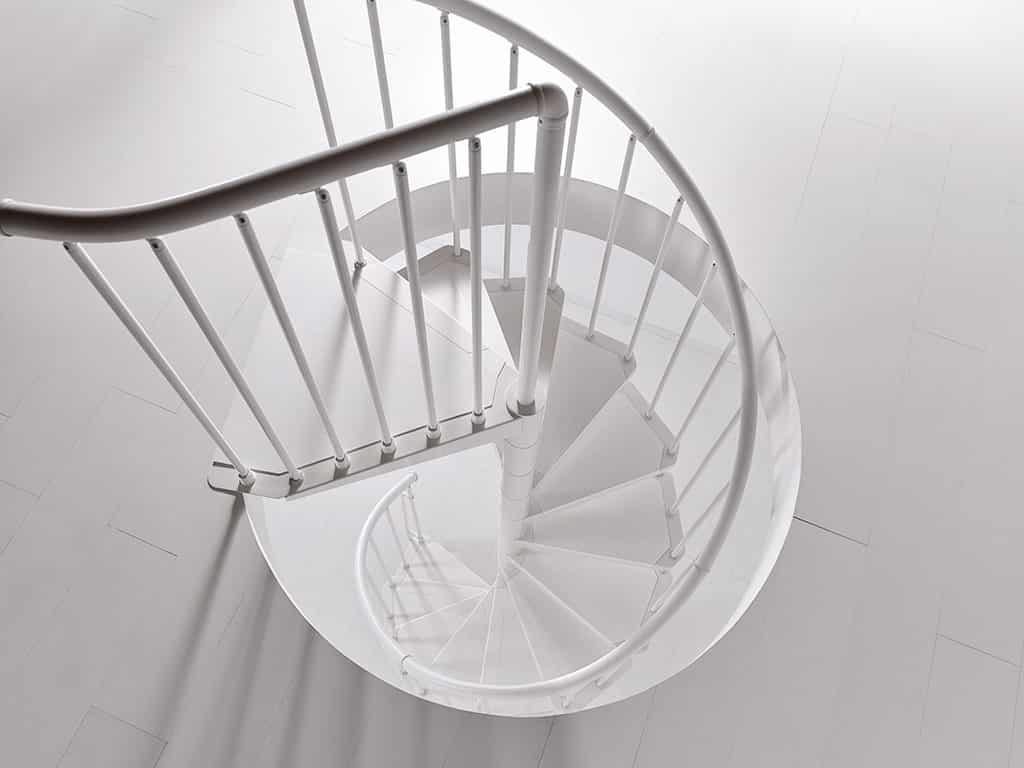 escalier hélicoïdal en métal, moderne et design