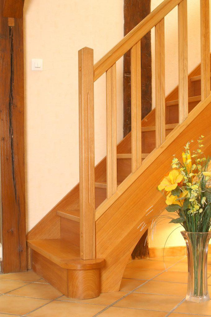 escalier droit en bois et limon central en bois