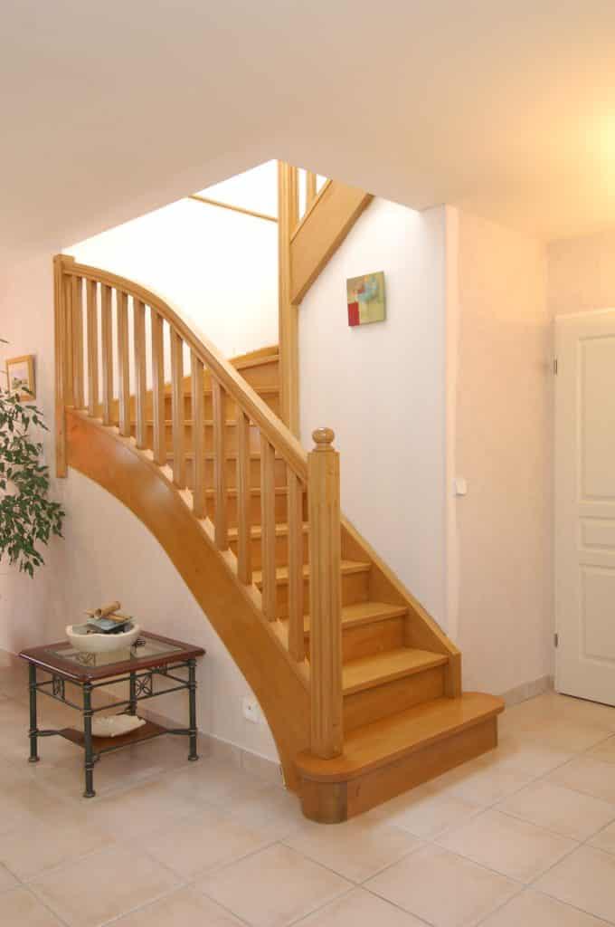 escalier doit en bois