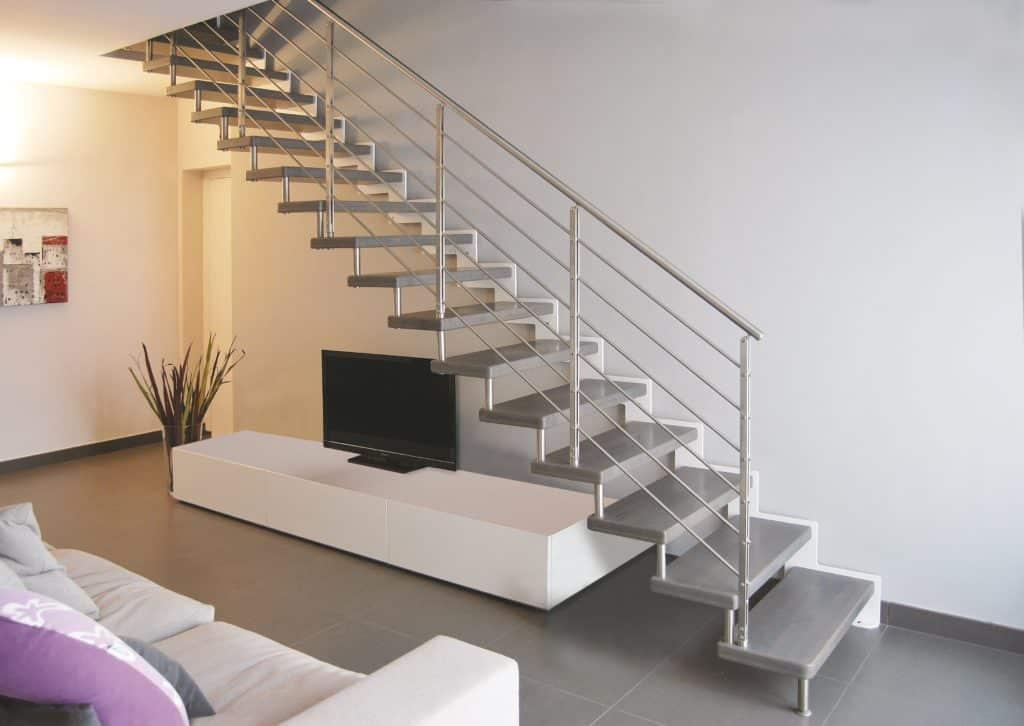 escalier moderne droit en métal