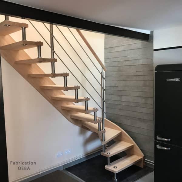 escalier moderne et design en bois et rambarde en inox