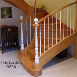 escalier avec limon et rambarde en bois