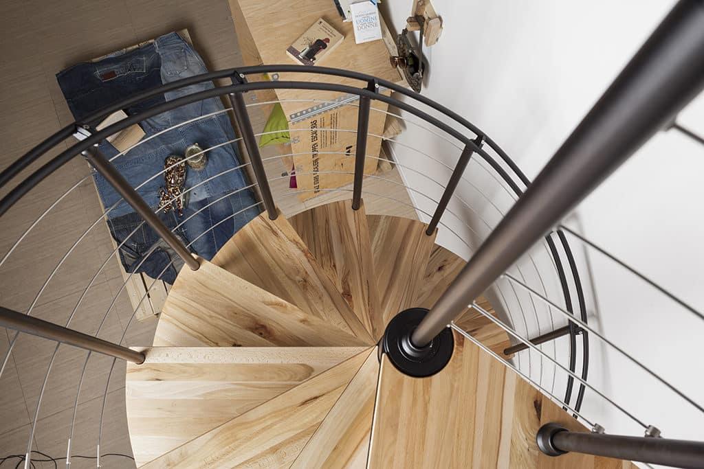 escalier en colimaçon marches en bois