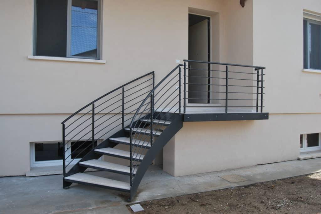 escalier extérieur en métal