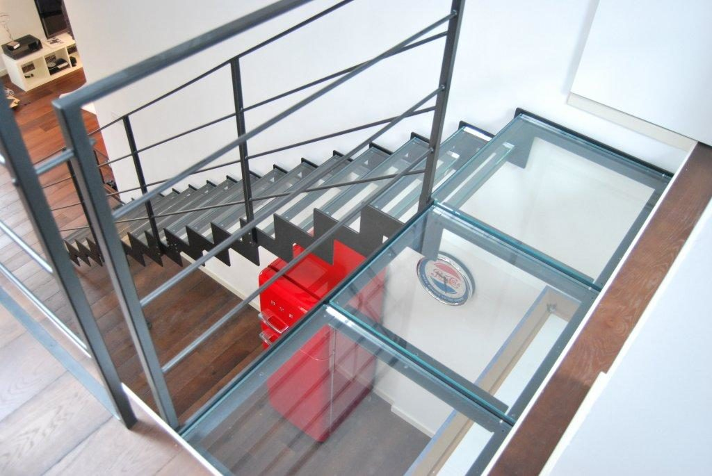 escalier moderne design en verre
