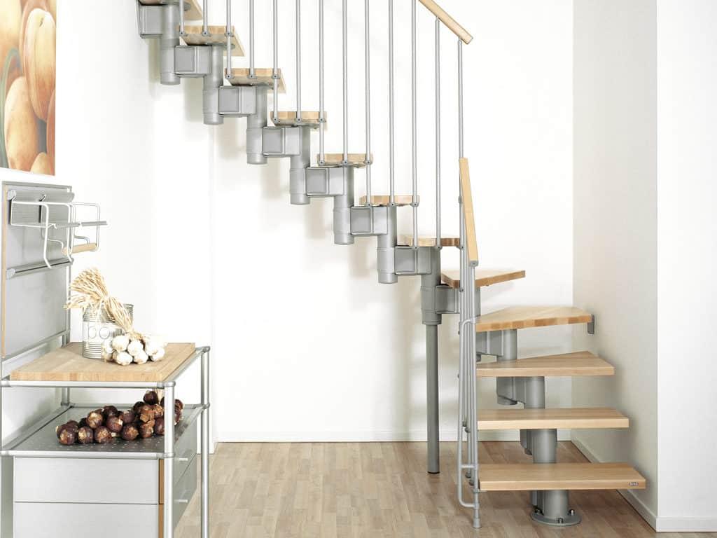 escalier moderne en bois avec structure metallique