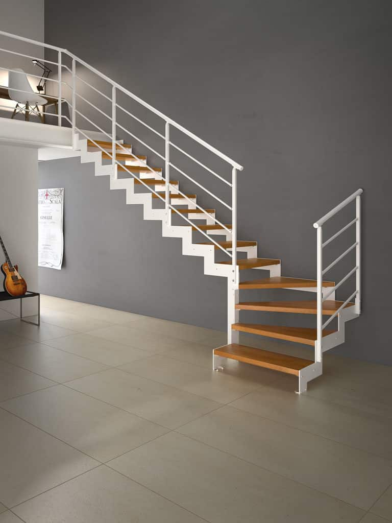 escalier intérieur en métal et en bois