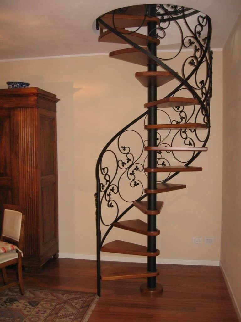 escalier design en bois et fer forgée