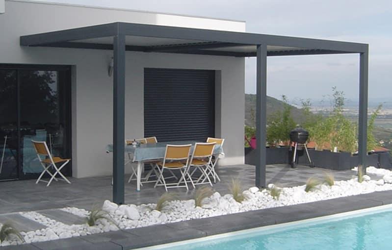 acheter une pergola en fer forgée ou aluminium pour décorer son exterieur