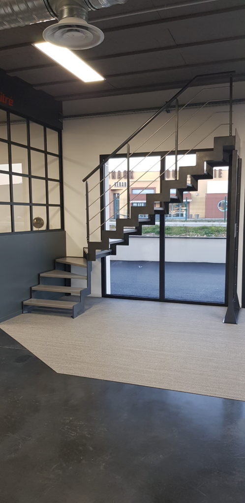 escalier design au showroom de valence