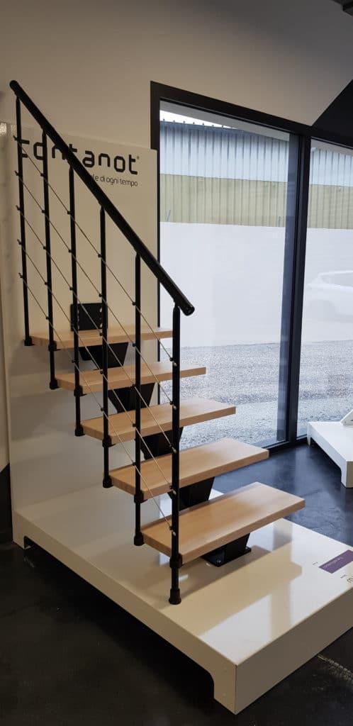 escalier en acier et marche en bois