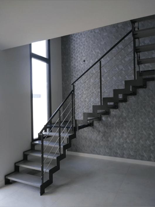 réalisation d'un escalier en métal