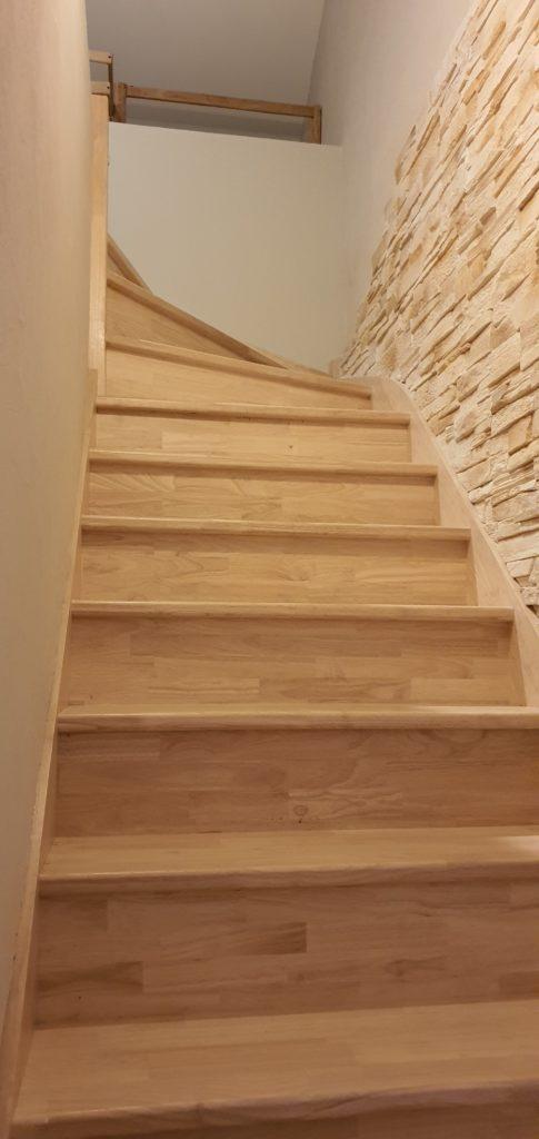 escalier sur mesure en bois traditionnel